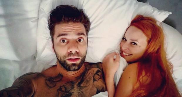 Σίσσυ Χρηστίδου – Θοδωρής Μαραντίνης: Έχουν επέτειο και ποζάρουν γυμνοί στο κρεβάτι! Φωτογραφίες