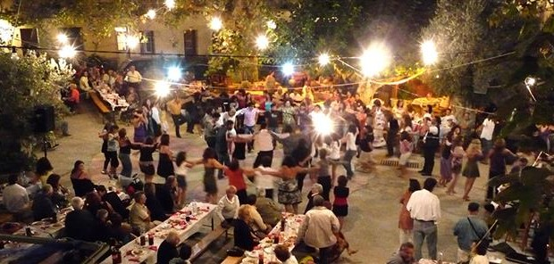 """""""Λαβράκια"""" έβγαλε η ΓΓΔΕ σε συναυλία στο Αιτωλικό πασίγνωστου λαϊκού τραγουδιστή"""