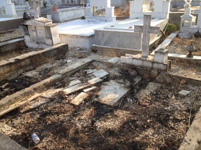 Aδίστακτοι βεβήλωσαν τάφους στο κοιμητήριο Παναιτωλίου(φωτο)