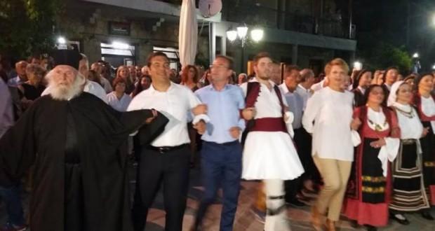 Ο Τσίπρας χορεύει «καγκελάρι» στο Αθαμανιό της Άρτας (Photos)