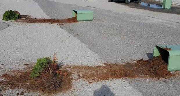 Τα έσπασαν πάλι στην παραλία της Βόνιτσας (Φωτογραφίες) – Σε αναβρασμό η Δημοτική Αρχή!
