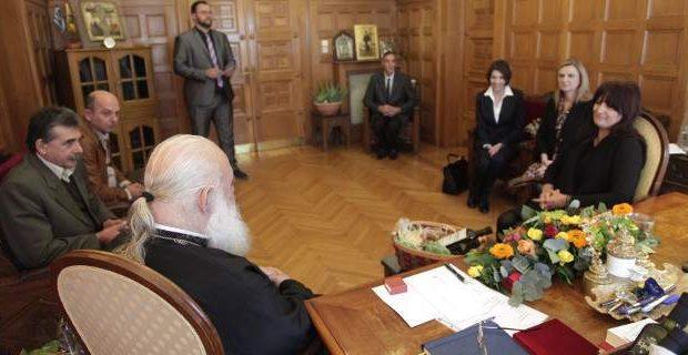 Συνάντηση της Αθηνάς Θεοδωρακοπούλου με τον αρχιεπίσκοπο Αθηνών, για τη βιολογική καλλιέργεια της ελιάς