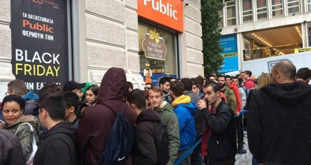 Ουρές και σπρωξίματα στην Ελλάδα για τη Black Friday (Φωτογραφίες)
