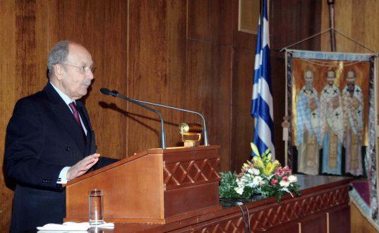 Στο νοσοκομείο σε σοβαρή κατάσταση ο Κωστής Στεφανόπουλος