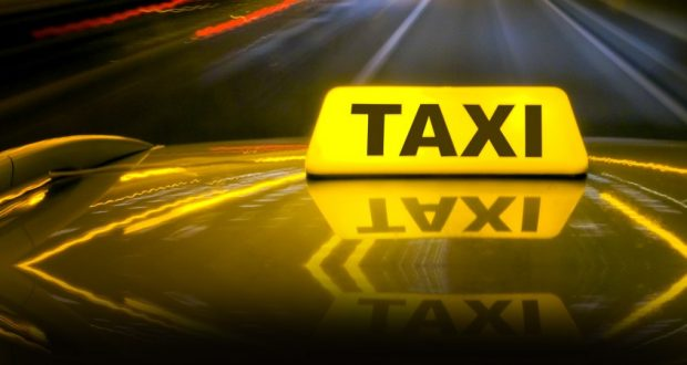 Αιτωλία: Σύλληψη ταξιτζή για υποκλοπή μεταφορικού έργου