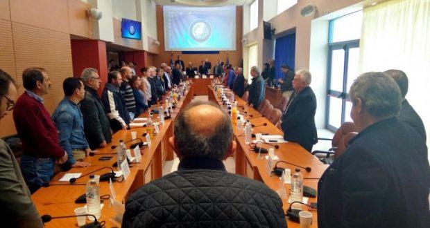 Το Περιφερειακό Συμβούλιο τίμησε τον πρώην ΠτΔ Κωστή Στεφανόπουλο – Μεσίστιες οι σημαίες στην Περιφέρεια Δυτικής Ελλάδας