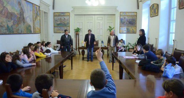 Πάτρα: Μαθητές του 25ου Δημοτικού σχολείου συναντήθηκαν με τον Δήμαρχο, Κ.Πελετίδη