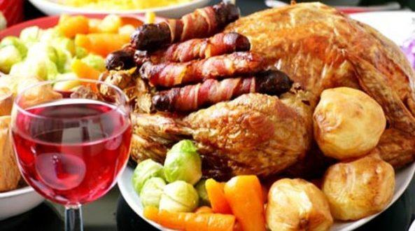 Πώς τα Χριστούγεννα επηρεάζουν την… χολή – Τι ισχύει με τα εορταστικά γεύματα