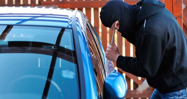Συνελήφθησαν δύο ανήλικοι στον Πύργο για κλοπές σε σταθμευμένα αυτοκίνητα