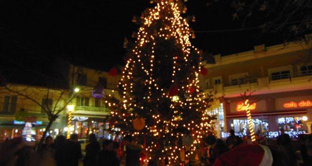 Γέμισε παιδικές φωνούλες η πλατεία της Κατούνας στo  άναμμα του Χριστουγεννιάτικου δένδρου
