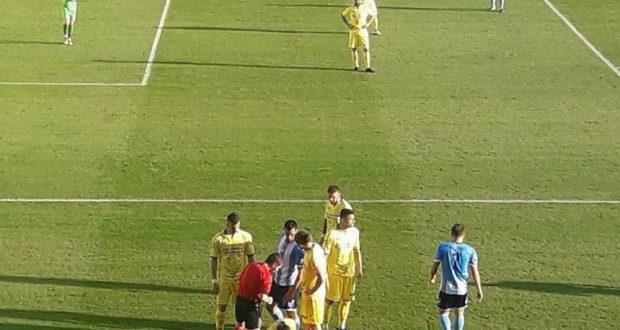 Ο τραυματισμός του Δημήτρη Χαντάκια και οι έντονες αποδοκιμασίες στον διαιτητή (Βίντεο του AgrinioTimesTV)