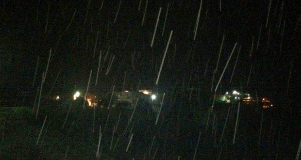 Χιονίζει αυτή την ώρα στην Κατούνα Αιτωλοακαρνανίας (Φωτογραφίες)