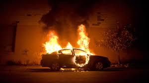 Αγρίνιο: Φωτιά σε αυτοκίνητο – Από θαύμα σώθηκαν οι επιβαίνοντες