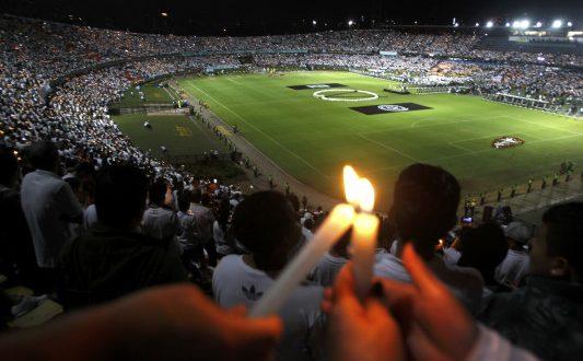 Σαπεκοένσε: Ανατριχίλα! Φόρος τιμής στους νεκρούς μέσα στο γήπεδο (Βίντεο – Φωτογραφίες)
