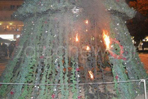 Αλέξανδρος Γρηγορόπουλος: Έκαψαν το χριστουγεννιάτικο δέντρο! (Φωτογραφίες)