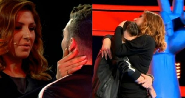 The Voice: Παραλίγο να λιποθυμήσει στη σκηνή! Η αγκαλιά της Παπαρίζου τον… συνέφερε!