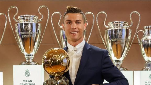 Κι επίσημα ο Κριστιάνο Ρονάλντο κατέκτησε τη «Χρυσή Μπάλα»