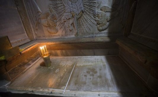 Δέος! Βρήκαν το νεκρικό κρεββάτι του Ιησού; (Φωτογραφίες – Βίντεο)