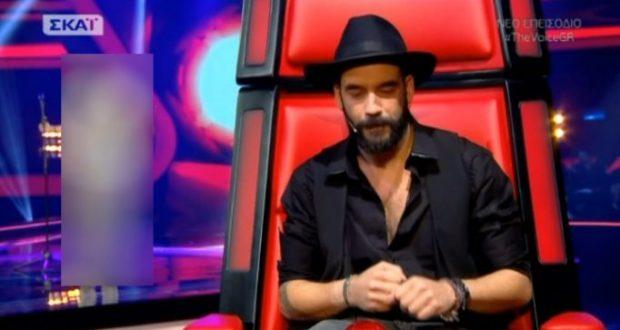 "The Voice: Ο ""σωσίας"" του Μουζουράκη στη σκηνή! Πέρασε στα battles;"