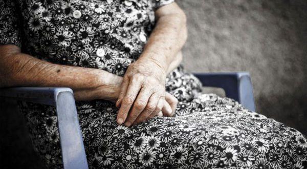 Αγρίνιο: Άγνωστοι δράστες επιτέθηκαν σε 90χρονη