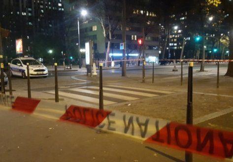 Θρίλερ στο Παρίσι! Σώοι οι όμηροι – Ανθρωποκυνηγητό για τον οπλισμένο άντρα που εξαφανίστηκε