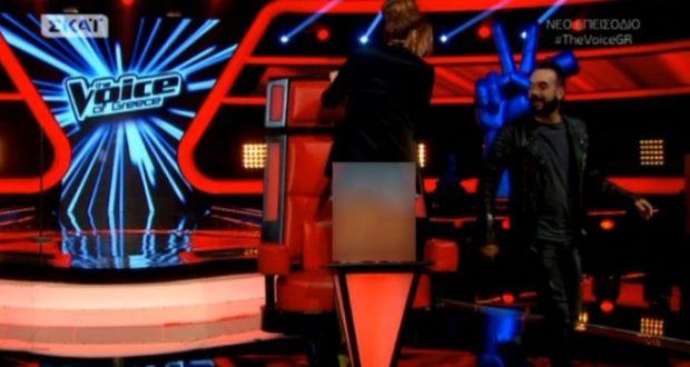 "The Voice: ""Φωτιά"" η Έλενα Παπαρίζου με το καυτό σορτσάκι της!"