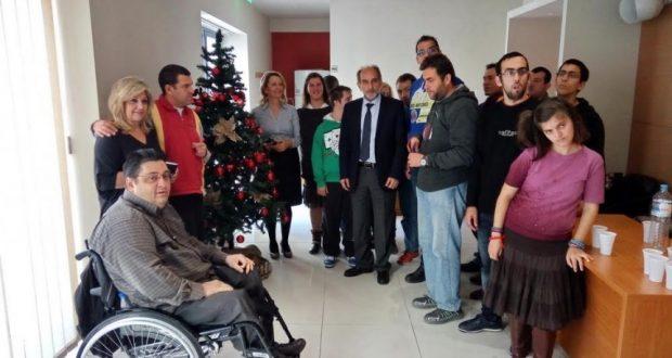Τα παιδιά της «Μέριμνας» στόλισαν το χριστουγεννιάτικο δένδρο του Περιφερειακού Συμβουλίου Δυτικής Ελλάδας