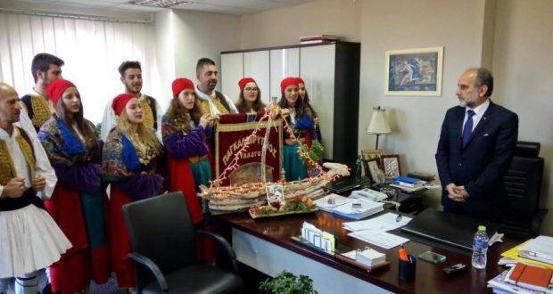 Πρωτοχρονιάτικα κάλαντα στον Περιφερειάρχη Απ. Κατσιφάρα από τον Παγκαλαβρυτινό
