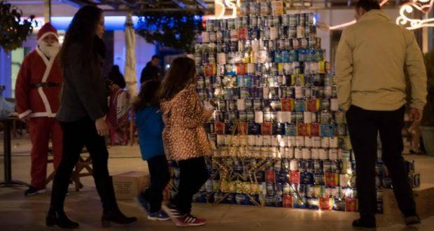 Ναύπακτος: Πράξη Αλληλεγγύης η ανταπόκριση στο Χριστουγεννιάτικο Δέντρο από κουτιά γάλακτος