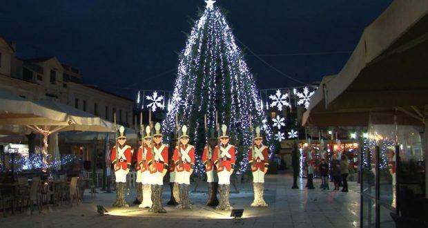 Συναρπαστική η τελετή εγκαινίων του «Πάρκου των Χριστουγέννων» στο Αίγιο – Ανοιχτό καθημερινά μέχρι 8 Ιανουαρίου, με δωρεάν είσοδο (Φωτογραφίες)