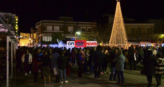 Μαγικές εικόνες από το Μεσολόγγι – Άναψε χθες το χριστουγεννιάτικο δέντρο