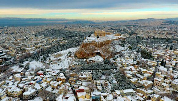 Μαγεία η χιονισμένη Αθήνα από ψηλά! (Φωτογραφίες)