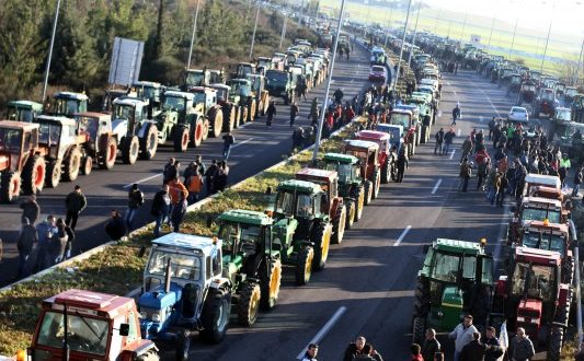 Αγρότες και κτηνοτρόφοι της Αιτωλοακαρνανίας κατεβαίνουν στα μπλόκα