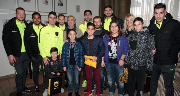 Οι παίκτες της Α.Ε.Κ πρόσφεραν χαρά και δώρα στα παιδιά της ΕΛΕΠΑΠ Αγρινίου