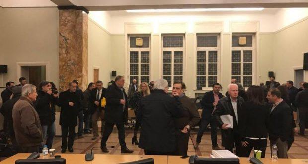 Πρωτοφανές! Αποχώρησαν όλες οι παρατάξεις της αντιπολίτευσης από το Δημοτικό Συμβούλιο Αγρινίου (Φωτογραφίες – Βίντεο)