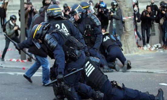 Επεισόδια στο Παρίσι – Χιλιάδες διαδηλωτές στους δρόμους κατά της αστυνομικής βίας