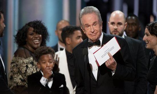 Απίστευτη γκάφα στα Όσκαρ: Εδωσαν στο «La La Land» το βραβείο του «Moonlight»!