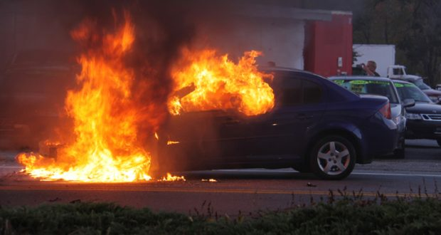 Άρπαξε φωτιά αυτοκίνητο που οδηγούσε 33χρονος στην Ιόνια Οδό