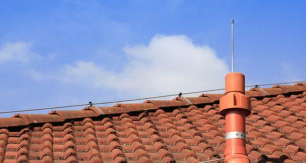 Λουτρό Αμφιλοχίας: Άγνωστοι αφαίρεσαν αγωγό αλεξικέραυνου από τις στέγες σχολείων