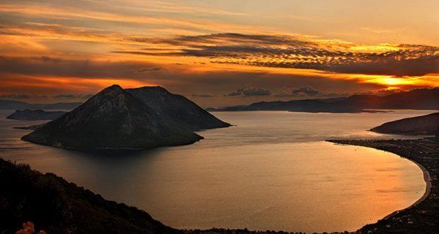 Κάλαμος Λευκάδος: Το πιο πράσινο νησί της Ελλάδας, απέναντι από τον Μύτικα