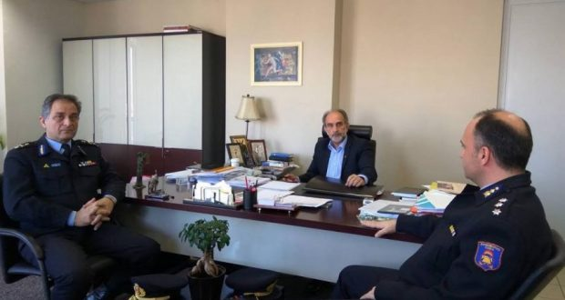 Συνάντηση του Περιφερειάρχη Απ. Κατσιφάρα με τον νέο Περιφερειακό Διοικητή της Πυροσβεστικής αρχιπύραρχο Κ. Κυριακόπουλο