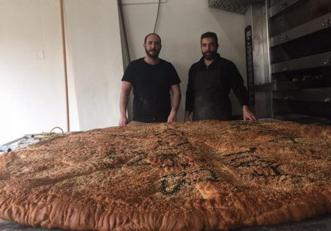 Μια τεράστια λαγάνα έφτιαξε φούρνος στα Χανιά…