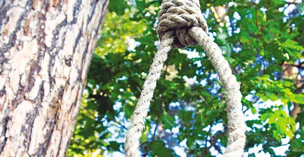 Συγκλονίζει το Αγρίνιο, η αυτοκτονία 59χρονου από τα Τριαντέικα που κρεμάστηκε σε δένδρο
