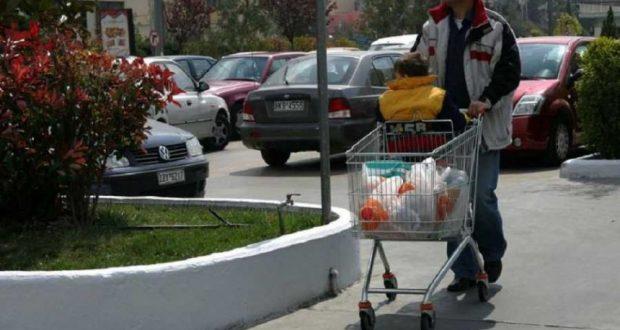 Τις προσφορές και τις εκπτώσεις «κυνηγούν» οι καταναλωτές στα σούπερ μάρκετ