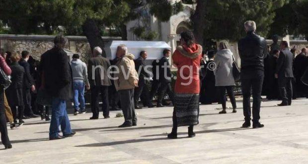 Τροχαίο Αθηνών-Λαμίας: Ράγισαν οι πέτρες στην κηδεία του Ανδρέα Γεωργακόπουλου – Ο συγκλονιστικός επικήδειος του πατέρα του! (Βίντεο)