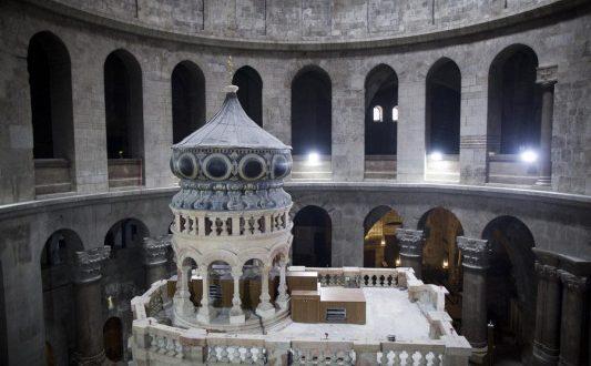 Ιστορική στιγμή: Ο Πανάγιος Τάφος παραδίδεται στους προσκυνητές – Παρών ο Αλέξης Τσίπρας