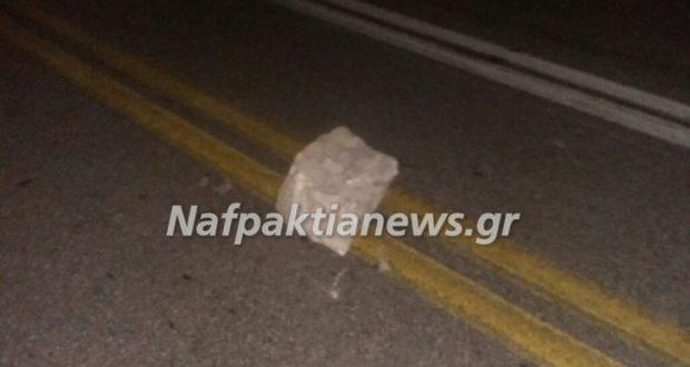 Κλόκοβα: Αποκολλήθηκε βράχος και έπεσε στη μέση της Εθνικής οδού