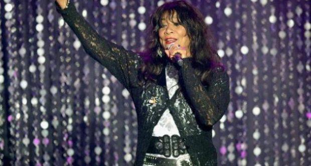 Πέθανε η θρυλική τραγουδίστρια Joni Sledge