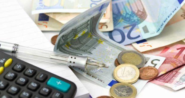 Το πολυνομοσχέδιο με τις μειώσεις στους φόρους «γράφει» η κυβέρνηση