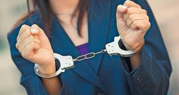 Χειροπέδες σε 47χρονη στο Μεσολόγγι για ναρκωτικά και λαθρεμπόριο